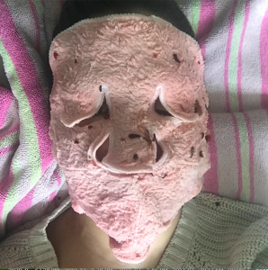 Facial tea blend used as a compress with a reusable sheet mask